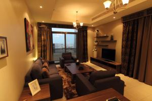 Fully Furnished Spacious & Luxurious 2 Bedroom Apartment –